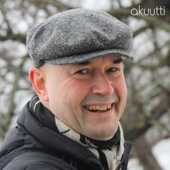 Kun elämä mättää, suhteutan asiat oikeisiin mittasuhteisiin ja muistutan mikä on hyvin, sanoo Marco Bjurström