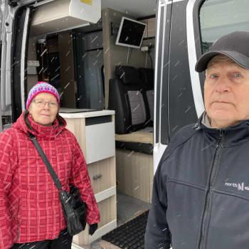 Sallan pariskunta vaihtoi isomman matkailuauton pienempään retkeilyautoon - tien päällä on oltu kohta 30 vuotta