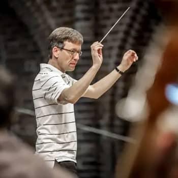 Neubrandenburgs filharmoniska orkester, dir. Sebastian Tewinkel