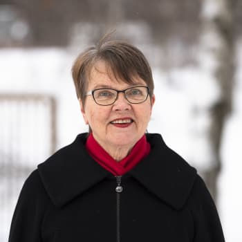 """Raija Siekkisestä kirjan kirjoittanut Ritva Hellsten: """"Onko minulla oikeus kuvitella, mitä siskoni kokee ja tuntee?"""""""