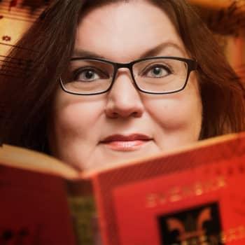 Laura Maddalena, musiikkia ristikon takaa