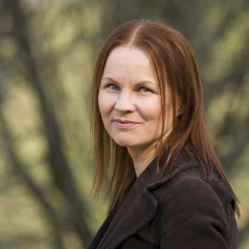"""Finlandia-palkittu Marisha Rasi-Koskinen: """"Opin miten äärimmäisen kiinnostava maailma on fysiikan näkökulmasta"""""""