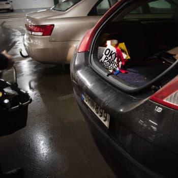 Pysäköinti kaupungissa kiskmittää autoilijoita. Varsinkin jos pysäköidään liian lähelle.