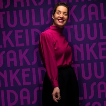 Amira Medunjanin laulaa musiikkia, joka on syntynyt kaikenmaailman kuppiloissa