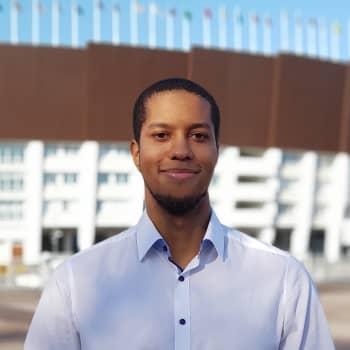 Vaasan yliopistossa opiskeleva Leo Vornanen teki pro gradu tutkimuksen rahan vaikutuksesta menestykseen jalkapallon Valioliigass