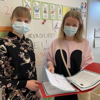 """""""Lapset oppivat sanomaan ei ja poistumaan ahdistavista tilanteista"""" - kuuntele, miten turvataitoja opetetaan Oulussa eskarissa"""