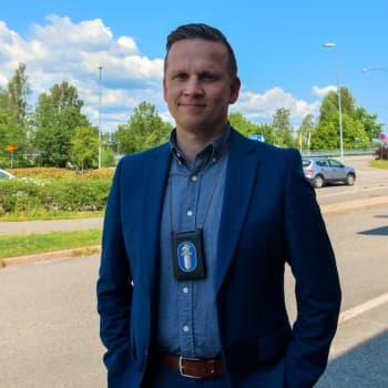 Kriminalkommissarie Mats Sjöholm om hur Raseborgspolisen jobbar med anmälningarna om sjuka hundar