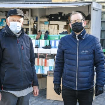 """Inställt första majfirande påverkar torghandeln i Vasa – torgförsäljare: """"Det är bara att tro på framtiden"""""""