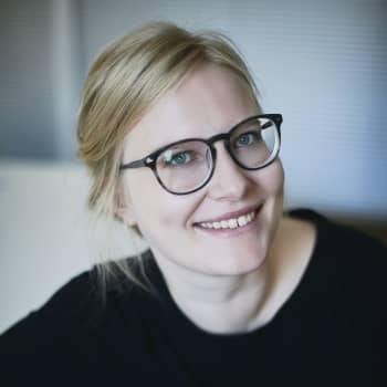 """Anna-Liisa Ahokumpu kirjoitti synnyttämisestä: """"Oli tunne, että minulle on valehdeltu"""""""