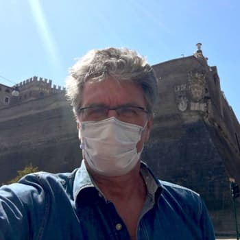 """Johan följer förundrat med den finska coronadebatten från ett nedstängt Rom: """"Ganska milda åtgärder ni har där"""""""