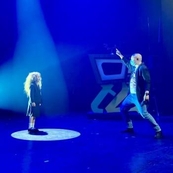 Mitä tapahtuu teatterin suljettujen ovien takana koronakeväänä? Kuuntele kierros Tampereen työväen teatterilla!