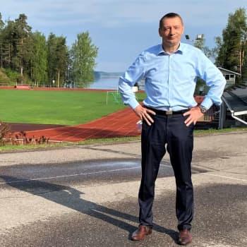 Parikkalan kunnanjohtaja Vesa Huuskonen kertoo mihin tulevien valtuutettujen kannattaa varautua