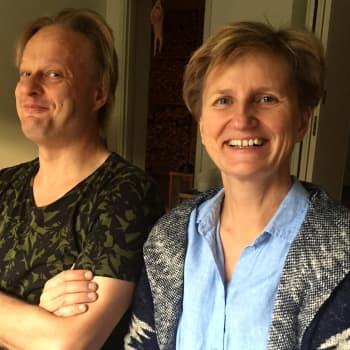 """Iiro Rantala ja Minna Lindgren löivät hynttyyt yhteen - """"Näin tehdään koomista oopperaa Saksaan"""""""