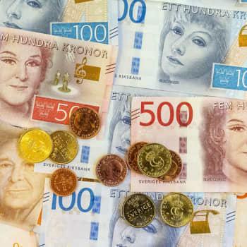 Svenskarna överger sedlar och mynt: om bara några år kan landet vara kontantfritt