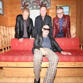 Skuugi Darlings -yhtye syntyi poikkeuksellisella tavalla ja sai Remun tekemään paluun