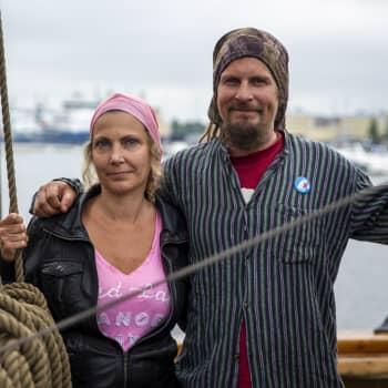 Sinkkujen veneilyryhmässä tuhannet etsivät seuraa vesille ja ehkä elämänkin aalloille