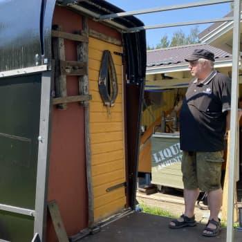 Vanha hevostraileri saa uuden elämän helposti siirrettävänä saunana