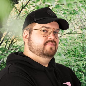 Artisten Joel Rönn alias Seesar XL om att ta skydd bakom den rappa käften