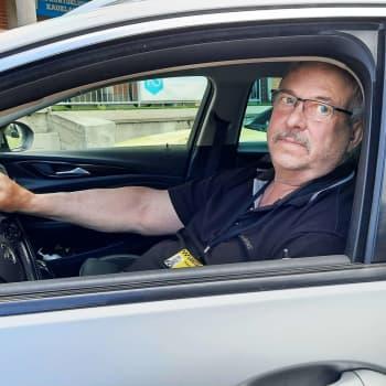 """""""Det är åt skogen"""" - taxichaufför Kurt Wennqvist kör för färdcentralen fastän det inte är lönsamt"""