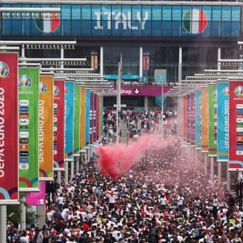Miesten jalkapallon EM-kisat päättyivät Italian juhliin - Millainen vaikutus urheilun suurkisoilla on terveysturvallisuuteen?