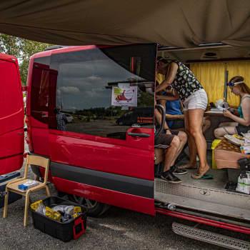 Pop-up coronavaccinering ordnades på Hovirinta strand i S:t Karins