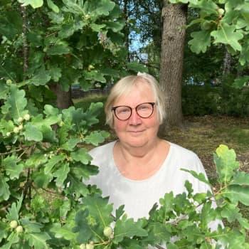 Tamperelaiskirjailija Anneli Kanto aiheutti yllätyksekseen kirkkoturismia Hattulaan