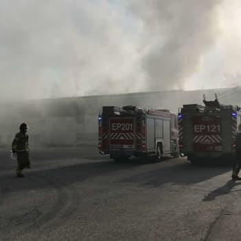 Pelastusjohtaja: HelaSteel Oy:n palo Lapualla on hankala sammuttaa