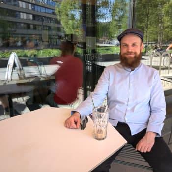 """Geasseguossi Jukka Mettovaara ii máhte dadjat """"ii"""" funes filmmaide ja ođđa gielaide"""
