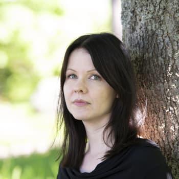 Virpi Vairinen näyttää runoissaan, miten kaikki kietoutuu internetiin, jopa rakkaus ja kuolema