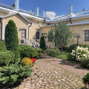Marja Manninen kokosi asuintalonsa 130-vuotisen historian yksiin kansiin