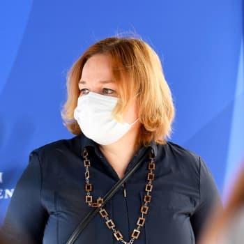 """Ministeri Krista Kiuru: """"On suuri riski, että tauti edelleen leviää ryhmässä ja että tauti leviää laajemminkin"""""""