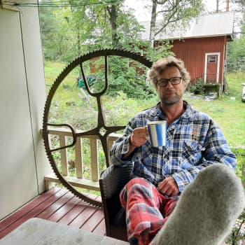 """Näyttelijä Antti Reini: """"Itä-Suomessa luontokin on stydimpää"""""""