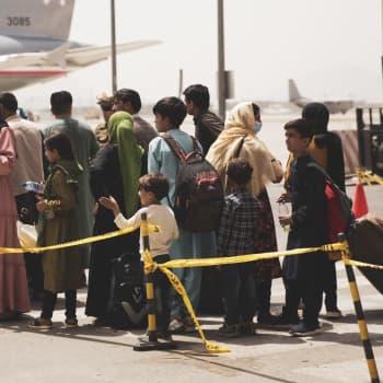 Miksi Suomi lisäsi viime hetkellä Afganistanista evakuoitavien määrää?
