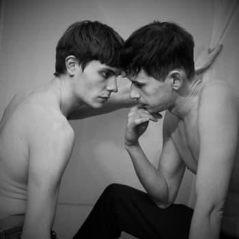 Milja Sarkola ohjaa Bollan - miten suorasukaisia seksikohtauksia harjoitellaan teatterissa metoo-aikana?