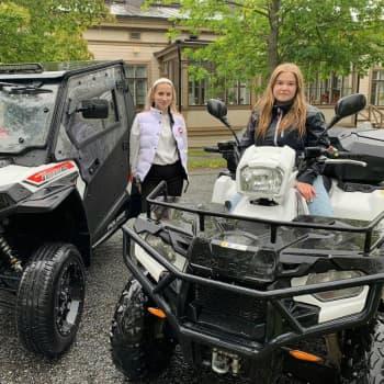 Tytötkään eivät vierasta traktori- tai maastomönkijöitä jotka yleistyvät jatkuvasti