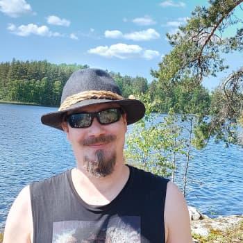 Tuomas Holopainen viihtyy luonnossa, mutta ei somessa