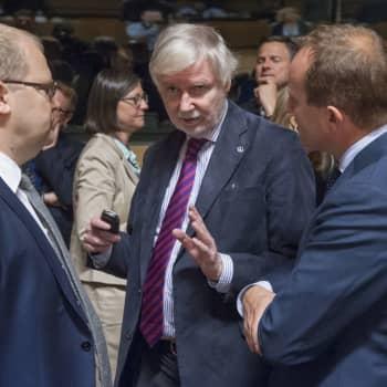 """""""Därför gick vi med i Afghanistan-operationen"""" - förra utrikesministern Erkki Tuomioja och ministerkolleger ger bakgrunden"""