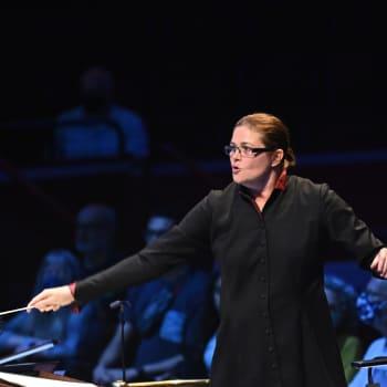 Anna-Maria Helsing ja BBC:n konserttiorkesteri Proms-festivaalilla