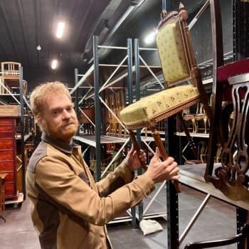 Ylen rekvisiittakokoelma on Mikko Kuivaston silmäterä - Huonekalu on kuin näyttelijä, joka esittää eri tuotannoissa eri roolia