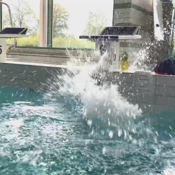 Första doppet på över nio månader i Ekenäs simhall