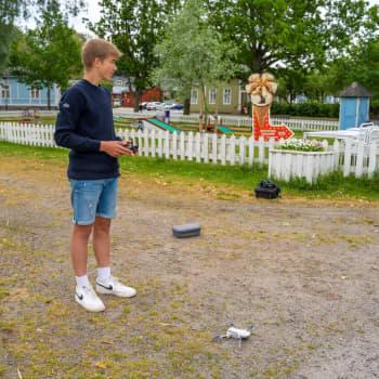 """Jonah Svenskberg flyger drönare som sommarjobb: """"Jag kan fota och filma vad som helst"""""""