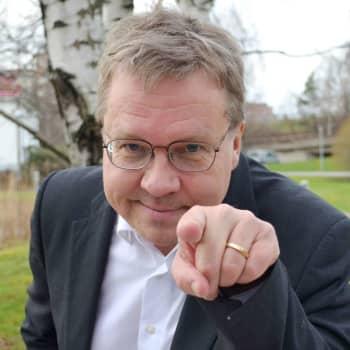 Pekka Sauri: Tuoreen asfaltin tuoksu ja kivihiilen savun haju ovat jääneet lapsuudesta tuoksumuistiini