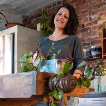 """""""Man vill ju ha lite äventyr i livet, lite spänning"""" - sångaren Mirella Pendolins nya hem var tidigare en korvfabrik"""