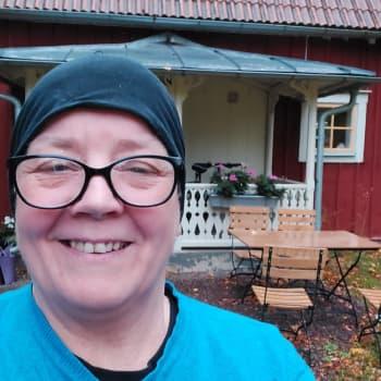 Rauni fillaroi nyt Ruotsin maaseudulla
