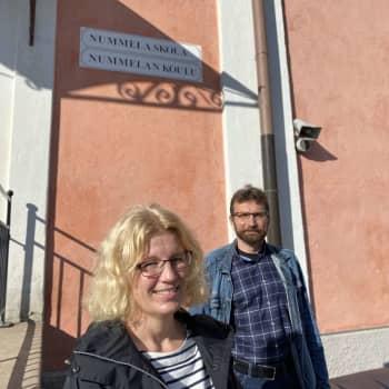 Svenska skolan i Nummela behöver synlighet, säger Mikaela Kokko och Jyrki Kaarila