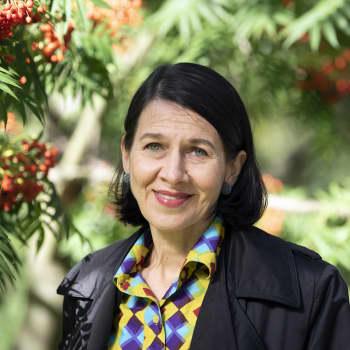 Kirjailija Riina Katajavuoren romaanissa runoilija haluaisi pelastaa henkiä