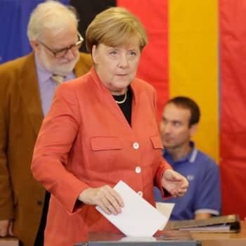 Saksan vaalitulos ennakoi pitkiä hallitusneuvotteluja - Merkelin eläköityminen siirtyy