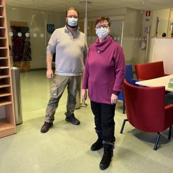 Fredagskaffe: Nieminen välkomnar polisen till Mörskom och Liljeström vill att Nieminen ska ställa upp i valet