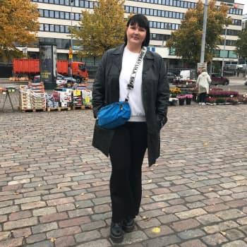 Suomen ensimmäisen feministisen ekonomistin Anni Marttisen, 29, mukaan uskottavuus ei vaadi harmaata jakkupukua