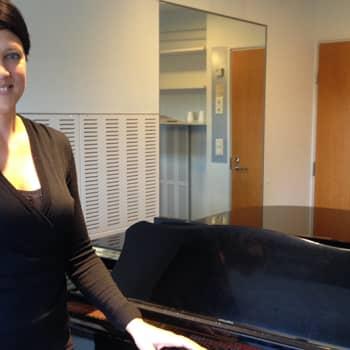 Sopraano Mari Palo on onnellinen, kun ei ole tarvinut lähteä ulkomaille